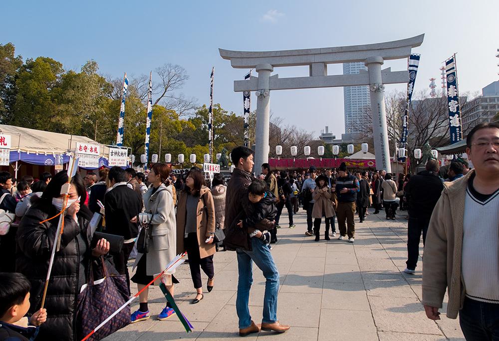 dans l'enceinte du sanctuaire Gokoku-jinja, Hiroshima pour le nouvel an Japon