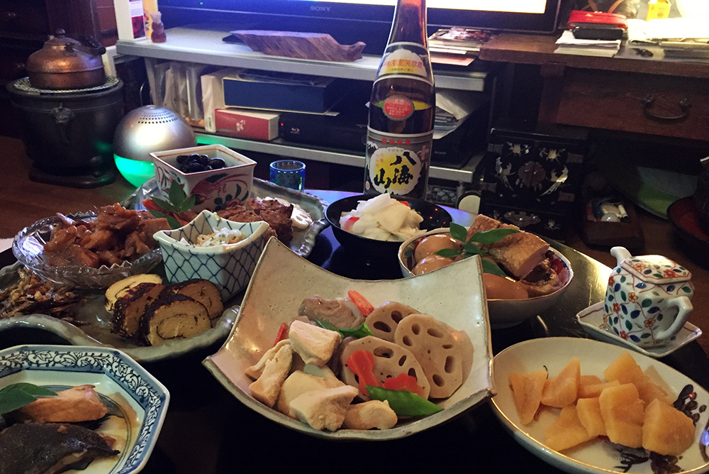 repas o-sechi pour shōgatsu dans une famille japonaise