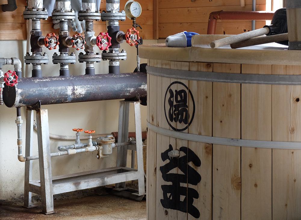 à l'intérieur de la brasserie de saké Miwa Sakura, Hiroshima