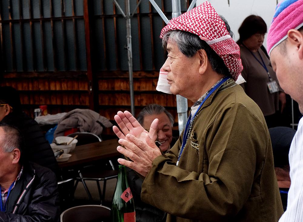 Japonais en djellaba et keffieh