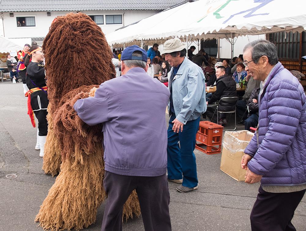 Danse du lion 獅子舞 shishimai, pépés japonais hilares