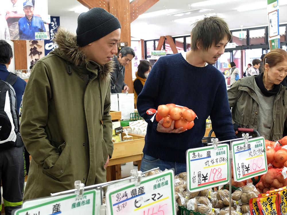 marché sur une aire d'autoroute au Japon