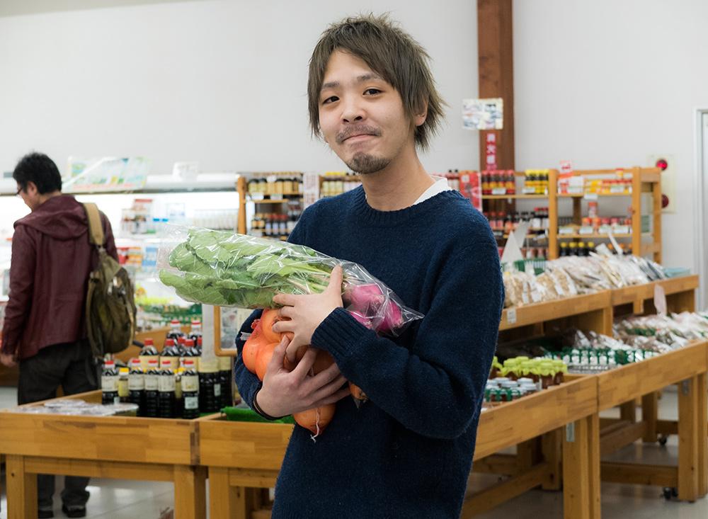 Yubai-chan, tout fier avec ses navets et ses oignons