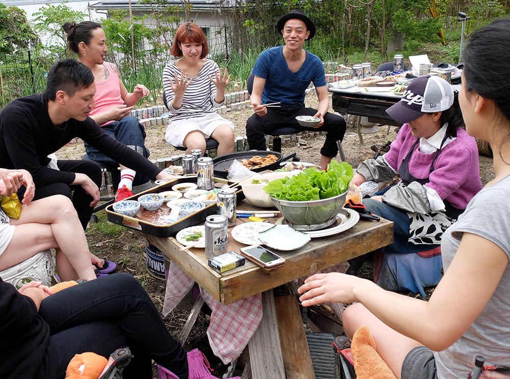 barbecue dan sun jardin sur l'île de Kanawajima, Japon