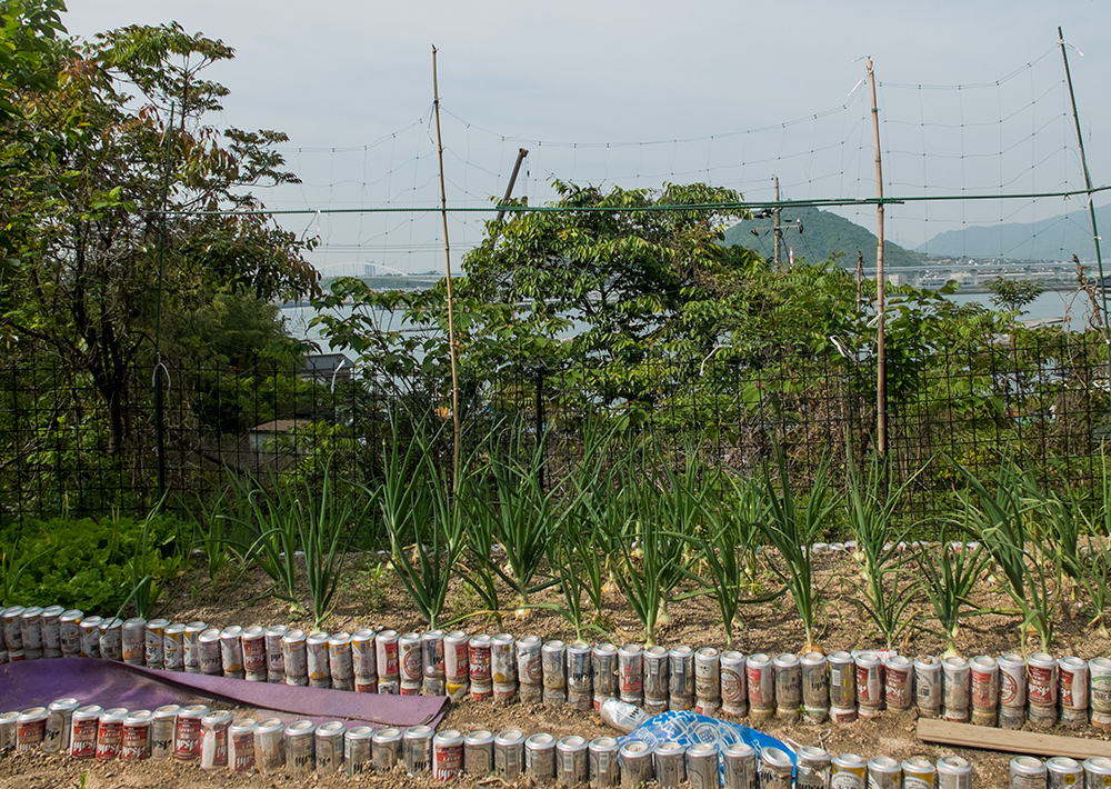 Vue sur le port d'Ujina depuis un petit jardin sur l'île de Kanawajima, Hiroshima