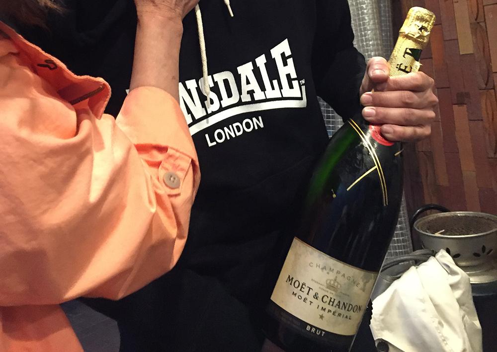 magnum de champagne à ChoiCHoiYa, Hiroshima