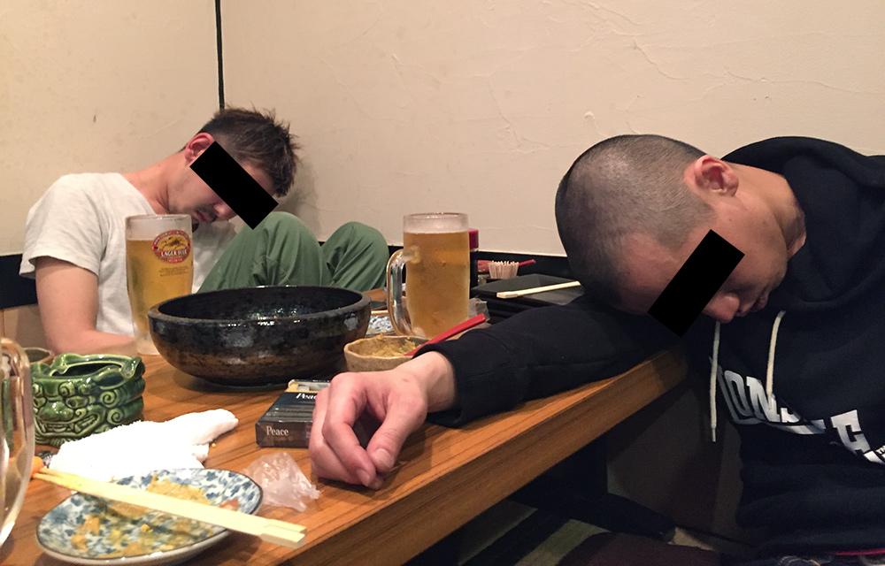 restaurant de oden et Japonais qui dorment