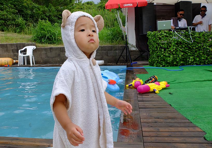 petite fille japonaise habit ourson