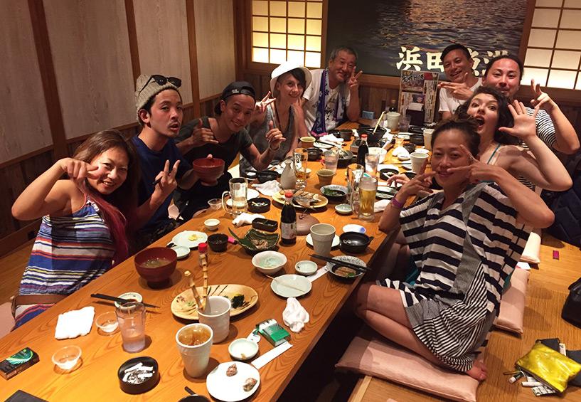 grande tablée à Hamada Japon