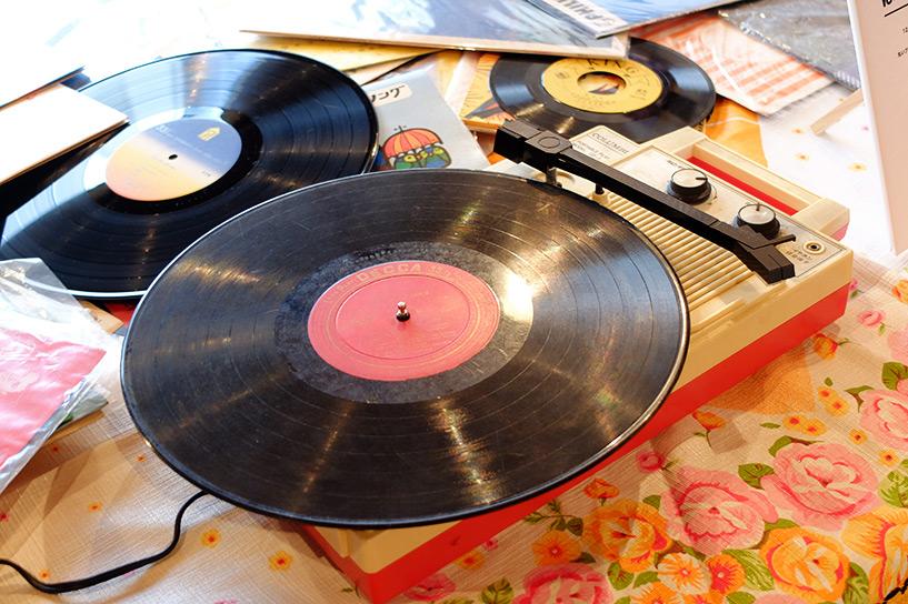 Platine à disposition pour écouter les vinyles