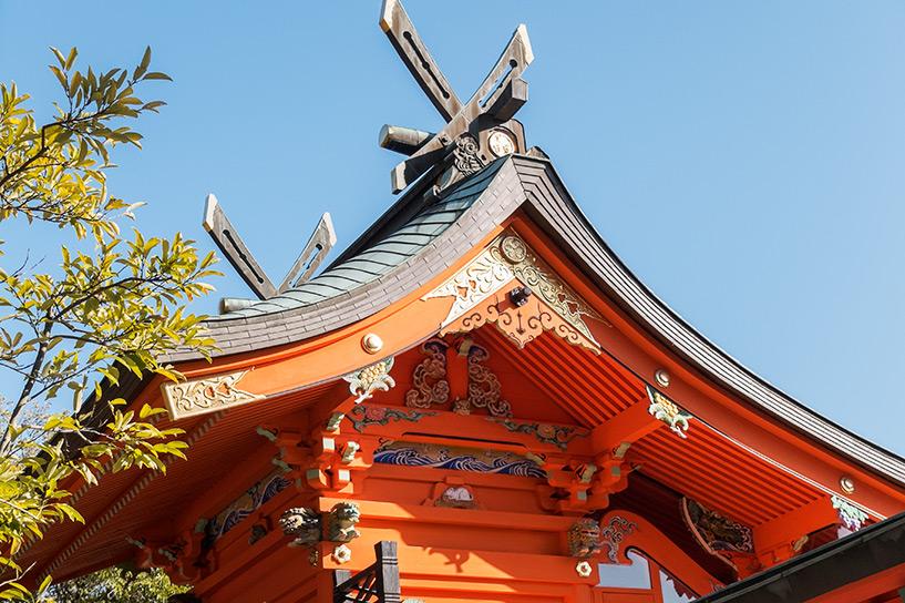 toit vermillon du sanctuaire shintoToshogu Hiroshima