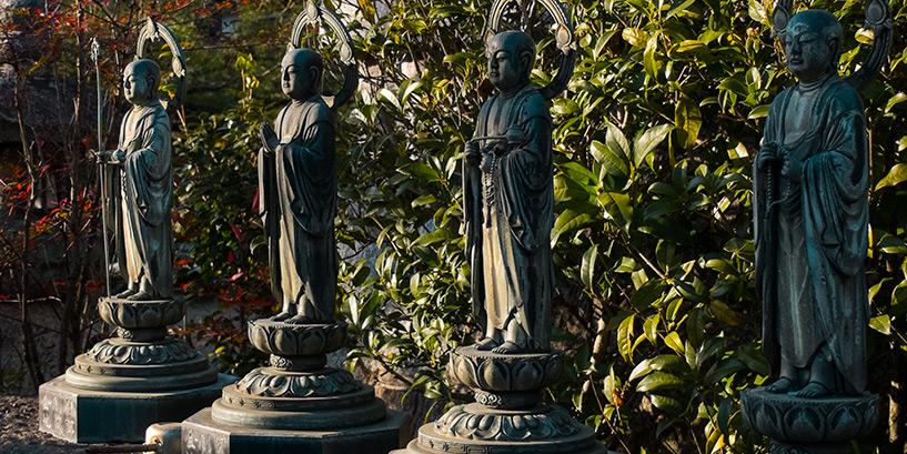statues dans un temple bouddhiste Hiroshima