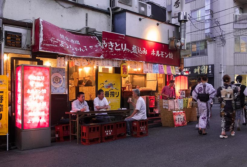 cagettes en guise de tabouret aux abords du parc Shintenchi, Tokasan, Hiroshima