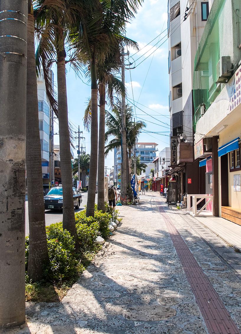 La grande avenue qui donne sur le port, Ishigaki