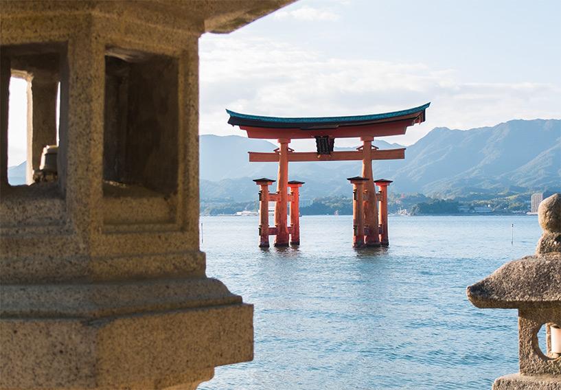 torii et lanterne, Miyajima