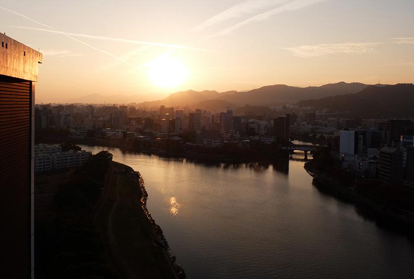Coucher de soleil sur les rivières d'Hiroshima